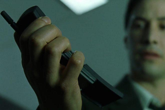 Neos Handy aus der Matrix ist wieder da