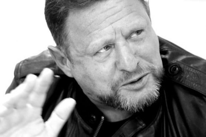 """Shaun Ryder hosts """"UFO sighting phone-in"""" on This Morning"""