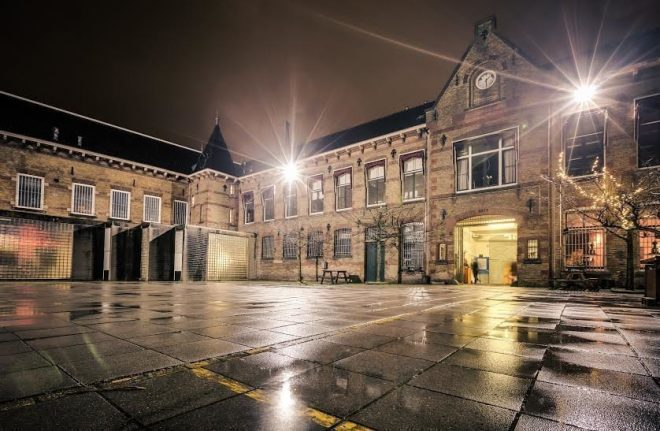 Ein ehemaliges Gefängnis aus dem 2. Weltkrieg beherbergt nun ein Presswerk