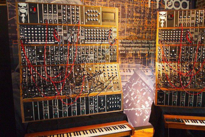 Das allerletzte Emerson Moog Modular System wird gebaut