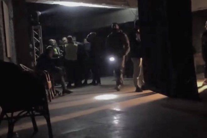 Razzia im Kiewer Club Jugendhub durch Polizei und Millitär