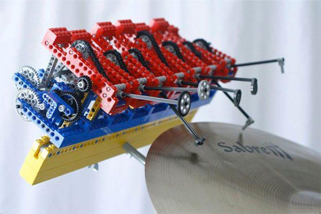 This Lego creation plays acid house live