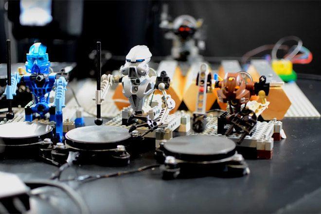 "Diese LEGO Band covert Kraftwerks ""The Robots"""