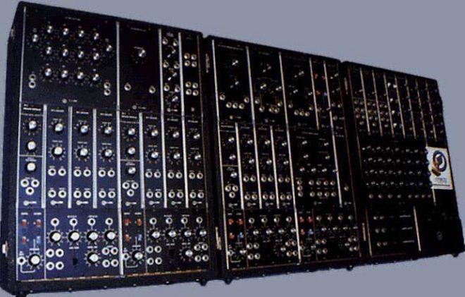 Moog bietet eine auf 25 Stück limitierte Neuauflage seines IIIP Synthesizers an