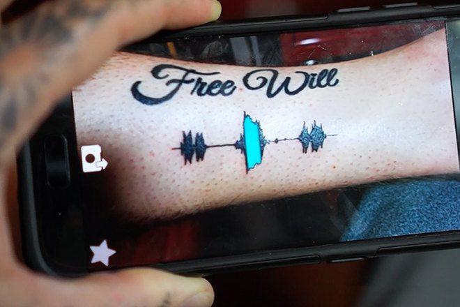 Die Tattoos von Skin Motion spielen Audiofiles ab