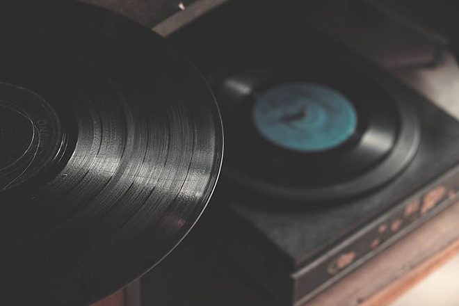 US vinyl sales surpass CDs for the first time in more than 30 years