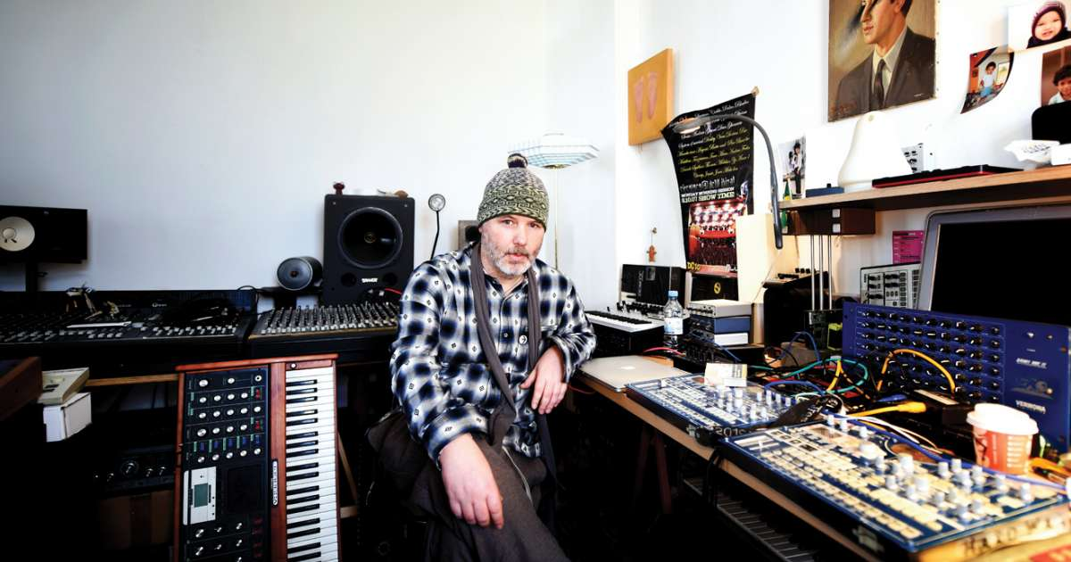 Thomas Melchior invites us into his kitted out studio