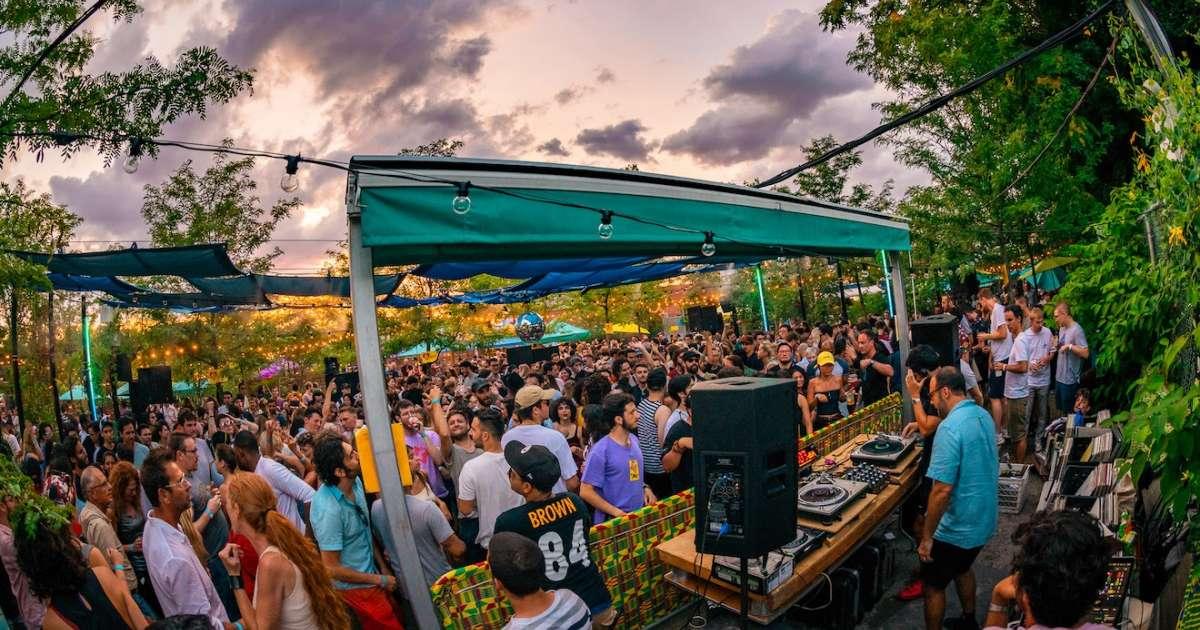 Mister Sundays' custom soundsystem is for sale