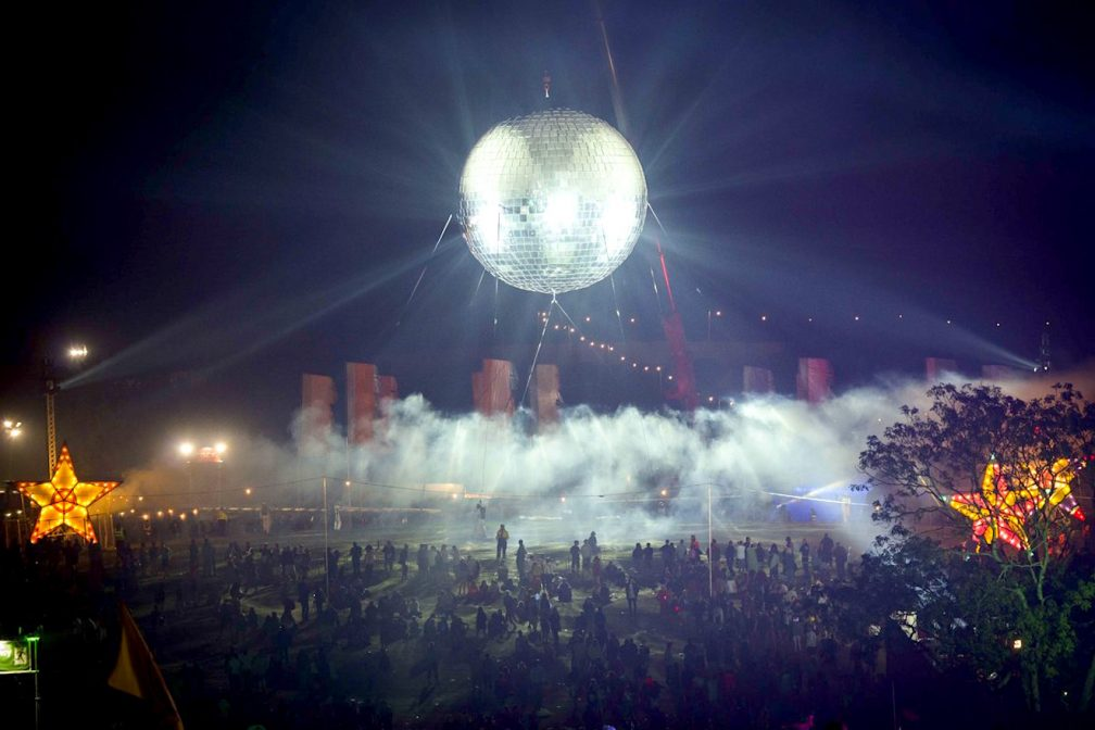 Discobal Met Licht : 30 photos that prove disco balls rule the world blog mixmag